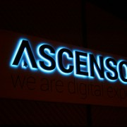 Ascensor sign at night